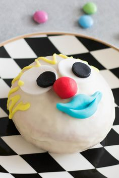 Unsere Konditoren zaubern, passend zur Faschingszeit, ganz besondere Krapfen – in Form von Clowns, Marienkäfer und Minions. Sehen sie nicht unfassbar süß aus?