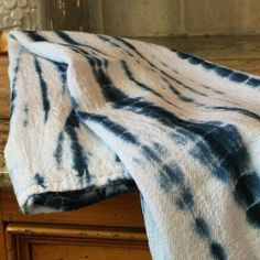 This shibori style linen tea towel will add the perfect global punch to your kitchen. Tie-dyed using Japanese techniques with a color fast shade of indigo blue,