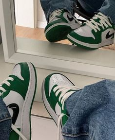 @blvckd0pe | mirror selfie, white aesthetic i fashion style mode Dr Shoes, Swag Shoes, Nike Air Shoes, Hype Shoes, Me Too Shoes, Sneakers Nike, Green Nike Shoes, Green Converse, Green Sneakers