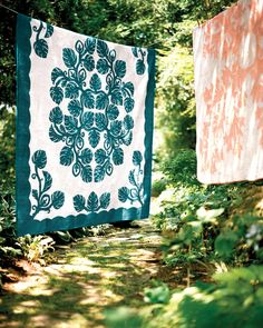 I fell in love with Hawaiian quilts on my trip to Hawaii.  Would love to have one in my bedroom someday. Hawaiian Quilts, Martha Stewart