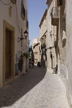 Calles de la Dalt Vila, Islas Baleares. Fotógrafo: Fernando Madariaga / ICEX