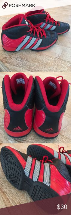 "Adidas men's basketball shoes size 7 EUC Adidas ""Commander TD4"" Tim Duncan basketball shoes. In excellent used condition. My loss is your gain! Size 7. Adidas Shoes Sneakers"