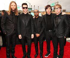 Maroon 5 представили детали грядущего студийника «V» http://muzgazeta.com/rock/201427987/maroon-5-predstavili-detali-gryadushhego-studijnika-v.html