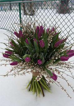 Kytice z tulipánů a kručinek, a bouquet of tulips and genistas. Букет из тюльпанов и дрока Bouquet, Flowers, Plants, Bouquet Of Flowers, Bouquets, Plant, Royal Icing Flowers, Floral Arrangements, Flower