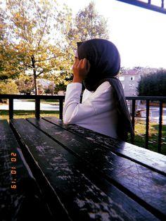 Stylish Girls Photos, Stylish Girl Pic, Fake Girls, Crazy Girls, Dark Photography, Photography Poses, Girl Hiding Face, Best Urdu Poetry Images, Islamic Girl