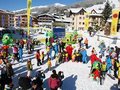 Nicht nur gut sondern außerirdisch gut #Skifahren lernen, im Spacy Snowplanet der #Snowacademy #Saalbach. Skiing, Times Square, Street View, Travel, Ski, Studying, Viajes, Destinations, Traveling