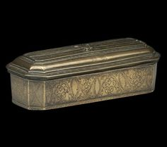 We offer this superb antique Dutch brass lidded tobacco box applied with a ribbon and incised design and dating from the century. Cigarette Box, Up In Smoke, Smoking Accessories, Cigar Boxes, Bow Design, Hand Art, Casket, Ribbon Bows, 18th Century