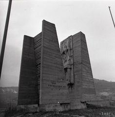 UNIKÁTNE FOTO: Toto je 10 najbizarnejších pamätníkov SNP na Slovensku