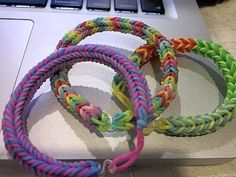 A tutorial for creating your own Three Pin Fishtail Rainbow Loom bracelet.