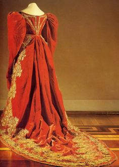 Russian Court Gown    c. 1830    I need somewhere to wear this too.