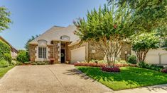 5713 Gleneagles Drive - Plano, TX home for sale 2 Bedrooms | 2.5 Baths | zero-lot home Transitional colors Offered at $514,900 The Jan Richey Team