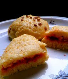 Pampuchy - czyli bułki/kluski gotowane na parze. Przepis znajdziesz po kliknięciu w zdjecie :)