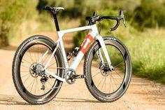 3T-Exploro-Team_carbon-gravel-plus_dirt-gravel-asphalt-bike_outside.jpg 1,000×667 ピクセル