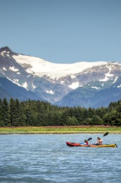 Glide into a glorious adventure while in Juneau, Alaska. A guided glacier view sea kayaking tour will set you against a backdrop of slopes, peaks and glaciers.
