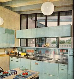 MUST have this kitchen!  There's my Club Aluminum casserole right on the table!!!  LOVE!