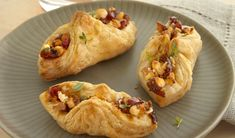 Pepperidge Farm Goat Cheese, Cranberry Chutney & Toasted Walnut Envelopes -Golden puff pastry envelopes are filled with an appetizing combination of goat cheese, cranberry chutney and walnuts to make these sweet and savory delights. Cranberry Chutney, Cranberry Cheese, Fall Appetizers, Appetizer Recipes, Easter Recipes, Appetizer Dinner, Tapas, Pepperidge Farm Puff Pastry, Appetizers