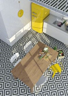 Love the bold graphic black and white kitchen tile with the bright yellow Smeg refrigerator!!!! Casinha colorida: Rapidinha: refrigeradores Smeg no décor