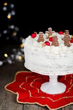 La torta fiocco di neve è una torta molto semplice a base di cocco e cioccolato . La base non è pan di spagna ma una semplice ciambella al cioccolato fondente che non richiede nessuna lavorazione particolare e che rimane anche più umida senza dover usare nessuna bagna, la farcitura invece è senz…