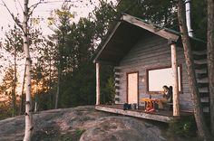 mountain cabins, live simpl, little cabin, dream, cabin life, forest, porch, small dwell