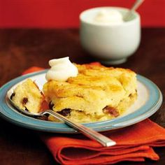 Marmalade bread and butter pudding recipe, delicious! Delicious Desserts, Dessert Recipes, Yummy Food, British Desserts, British Recipes, Sticky Pudding, British Pudding, English Food, English Recipes