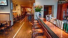 Im Herzen Berlins befindet sich die exklusive Zaza Cocktailbar. Die Location im wunderschönen Stadtteil Prenzlauer Berg direkt an der Kastanienallee ist der ideale Ort für Deine #Geburtstagsfeier ab 20 Personen. Die Cocktailbar verfügt über einen separaten Lounge-Bereich, der mit gemütlichen braunen Lounge Möbeln und Tischen ausgestattet ist. Du kannst Deinen #Geburtstag hier mit bis zu 100 Gästen ausgezeichnet feiern.