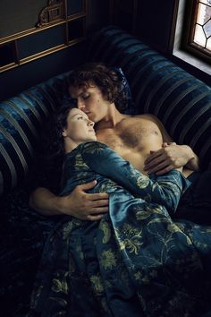 Pin for Later: 37 Shirtless TV Moments From 2016 That You Need to See Again Outlander Jamie (Sam Heughan) and Claire (Caitriona Balfe) share a sexy yet romantic moment together.