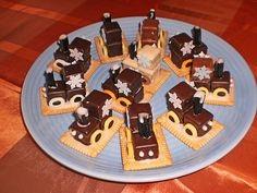 Lokomotive aus Dominosteinen Locomotive made of dominoes (recipe with picture) by Xapor Dominos Recipe, Christmas Party Drinks, Savarin, Wine And Beer, Food Humor, Cute Food, Party Snacks, Food Gifts, Christmas Baking
