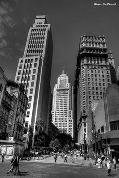 Altino Arantes (aka Banespão) and Martinelli buildings seen from Anhangabaú valley in downtown São Paulo, #Brasil (Thx Isalea)