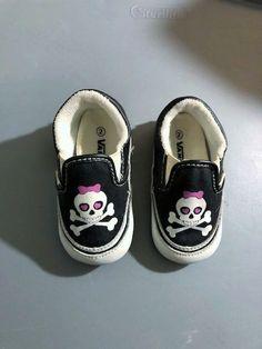 b499d754133171 RARE Baby Infant VANS Girls Slip On Crib Shoe Pink Bow Skull Crossbones SZ  2  VANS