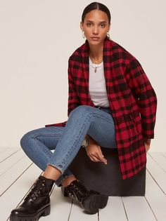 Autumn and the art of the bundle. This is an oversized coat with button front closure and a shawl collar. Pretty Outfits, Cool Outfits, Casual Outfits, Fashion Outfits, Jean Outfits, Runway Fashion, High Fashion, Womens Fashion, Oversized Coat