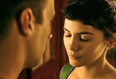 ¿Ella está enamorada de él? – Sí. – Entonces ha llegado el momento de arriesgarse, de que ella se arriesgue de verdad. – Amélie