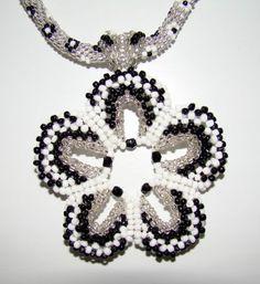 Кулона-цветок из китайского бисера | biser.info - всё о бисере и бисерном творчестве
