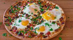 Breakfast Pizza Recipe ~ It's very simple to make and also very versatile, you can really use any ingredients you want, eggs, bacon, mushrooms, tomatoes, peppers, sausage, and the list goes on and on