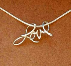 I want this necklace <3