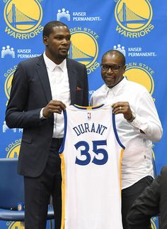 Kevin Durant signs with the Golden State Warriors (July 2016)
