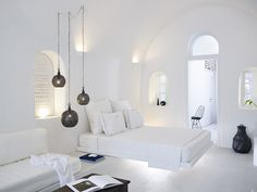 The design and reconstruction of the Cave Suite is a part of the extended renovation and restoration of the boutique hotel 1864 The Sea Captain's House at Oia village in the island of Santorini. Design Hotel, House Design, Modern Hotel Room, White Bedroom Design, Floating Bed, Traditional Design, Architecture Design, Sea Captain, Home