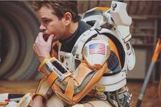 Total Film has unveiled their September cover and it features a cool shot of The Martian star Matt Damon in his spacesuit. The Ridley Scott-directed film hits theaters October Science Fiction, Fiction Movies, Film Seul Sur Mars, Birds Of Prey, The Martian Book, Matt Damon Movies, Cinema, Ridley Scott, Sci Fi Films