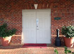 White  double doors with straight keystone design and Rustic Village brick exterior by Pine Hall Brick.