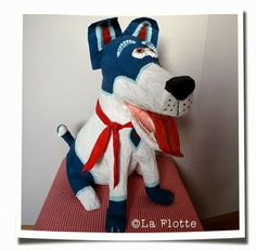 surprise hond Paper Mache Crafts, Valentine Box, Valentine Ideas, Diy Hacks, Crochet Crafts, Donald Duck, Diy And Crafts, Disney Characters, Fictional Characters