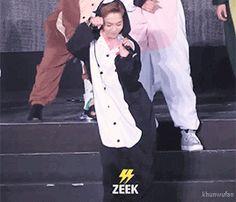 go exo! go exo! : Oh Sehun Kim Minseok Exo, Exo Xiumin, Exo Ot12, Kpop Exo, Exo K, K Pop, Kpop Memes, Xiuchen, Kim Min Seok