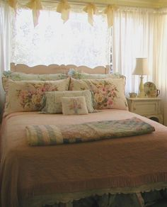41 Ideas for bedroom vintage men shabby chic Pretty Bedroom, Shabby Chic Bedrooms, Shabby Chic Cottage, Bedroom Vintage, Vintage Shabby Chic, Shabby Chic Homes, Shabby Chic Style, Shabby Chic Decor, Peaceful Bedroom