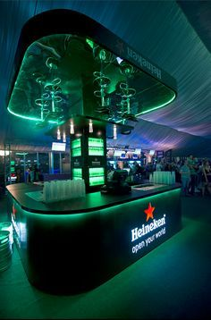 To highlight the innovative Tru-fill technology by Heineken, we designed a stand that brought the technology to life. Sport Bar Design, Pop Design, Counter Design, Bar Counter, Sports Bar Decor, Beer Memes, Beer Quotes, Roof Ceiling, Pop Up Bar