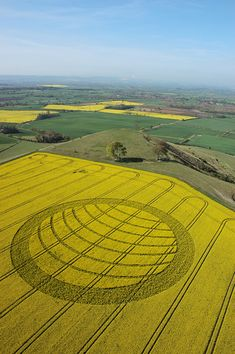 Believed or not . they are still amazing yet controversial 2007 United Kingdom Más Crop Circles, Circle Art, Circle Design, Nazca Lines, Planet Signs, Laser Art, Ancient Aliens, Sacred Geometry, Beautiful Landscapes
