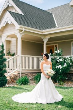 Gorgeous gown: http://www.stylemepretty.com/little-black-book-blog/2015/03/11/rustic-wedding-at-the-grace-maralyn-estate-and-gardens/ | Photography: Jen Rodriguez - http://www.jen-rodriguez.com/