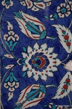 Hürrem Sultan Türbesi Çinileri – Caner Cangül Fotoğrafları Turkish Tiles, Turkish Art, Turkish Pattern, Ceramic Figures, Hippie Art, Pottery Painting, Tile Art, Illustrations, Tile Patterns