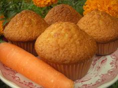 Muffins με καρότο και νιφάδες βρώμης www.enter2life.gr Savory Muffins, Greek Cooking, Angel Cake, Weight Watchers Meals, Cake Pops, Cake Recipes, Sweets, Candy, Diet