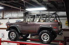 1974-Ford-Bronco-Sport-4x4-Crate-302-V8-5-5-Suspension-Lift