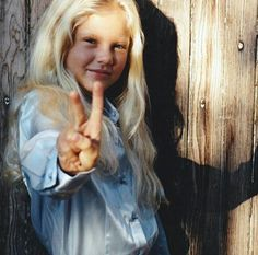 Taylor Swift goes from white-blonde toddler to teen with a dream - Peace out: Taylor, six, was confident in front of the camera at a young age Taylor Swift Childhood, Young Taylor Swift, Photos Of Taylor Swift, Estilo Taylor Swift, Baby Taylor, Long Live Taylor Swift, Taylor Swift Fan, Red Taylor, Taylor Alison Swift