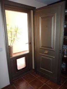 Una doble puerta de aluminio con vidrio te permite la entrada de luz a la vivienda y te protege - Puertas de entrada con cristal ...