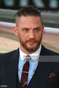 Tom Hardy arrives at the 'Dunkirk' World Premiere at Odeon Leicester Square on July 2017 in London, England. Tom Hardy Dunkirk, Marriage Suits, Tom Hardy Haircut, Beckham Hair, Hair St, Marvel Actors, Hair And Beard Styles, Well Dressed Men, Men's Grooming